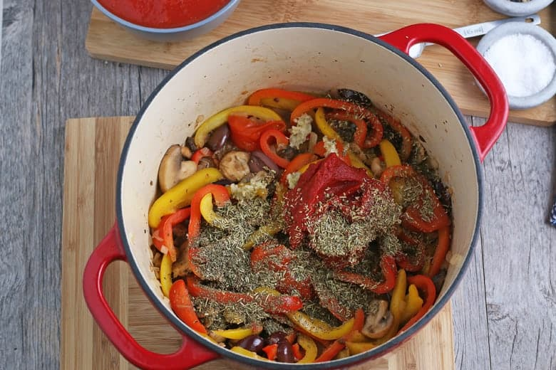 Seasoning and vegetables for chicken cacciatore