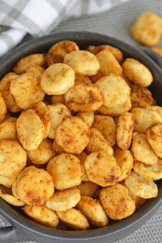 Need an easy snack or a delicious way to add crunch to a soup or salad? These easy Cajun Oyster Crackers are the answer!