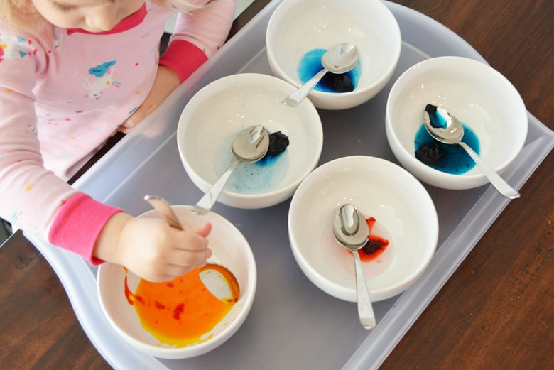 mixing food coloring with vinegar