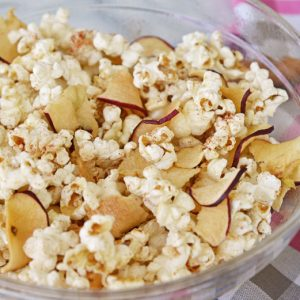 Popcorn in a bowl, with Cinnamon