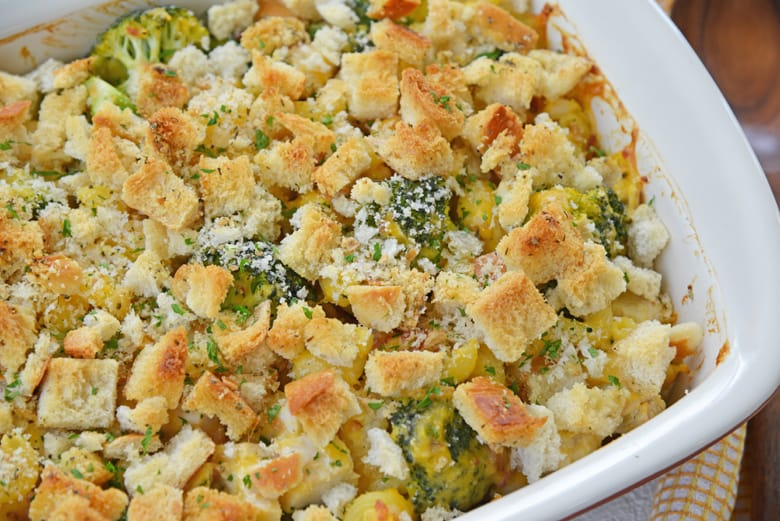 chicken and broccoli casserole with crunchy topping (croutons)