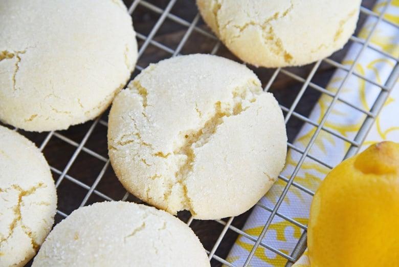angle view of cracks in lemon sugar cookies