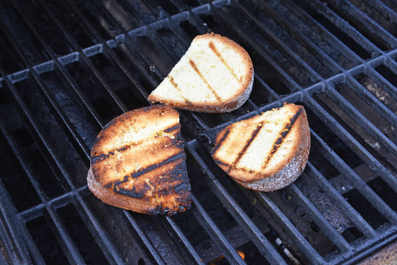 pound cake slices on a grill