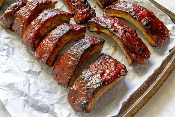 ribs on a baking sheet