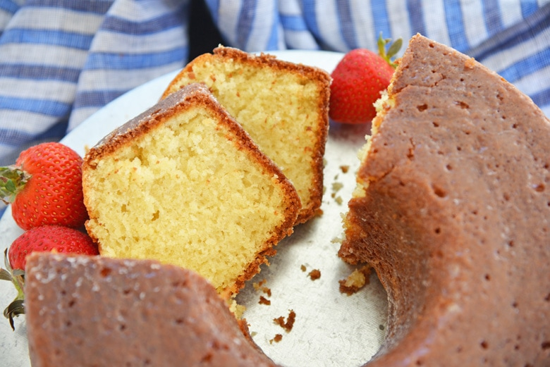 slices of cake with fresh fruit