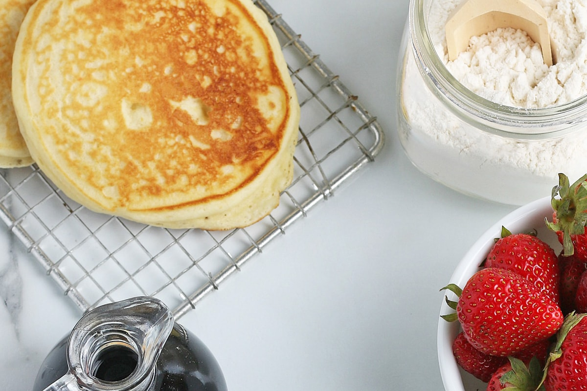 pancakes, mix, syrup and strawberries