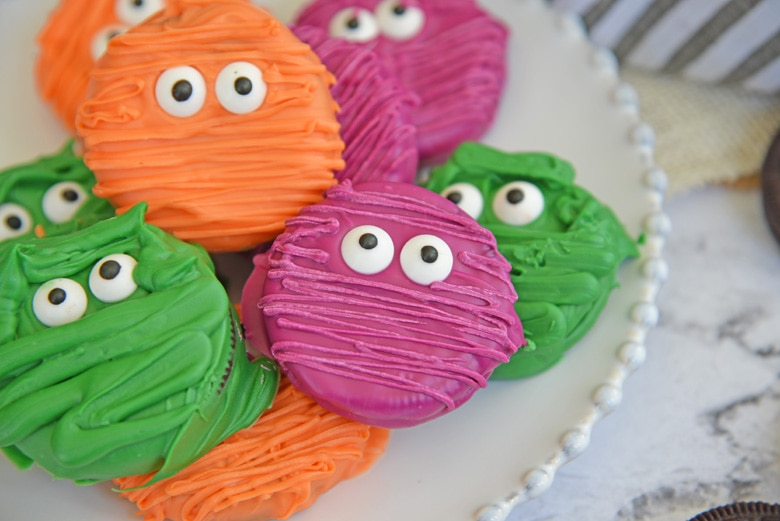 close up of oreo cookie mummies