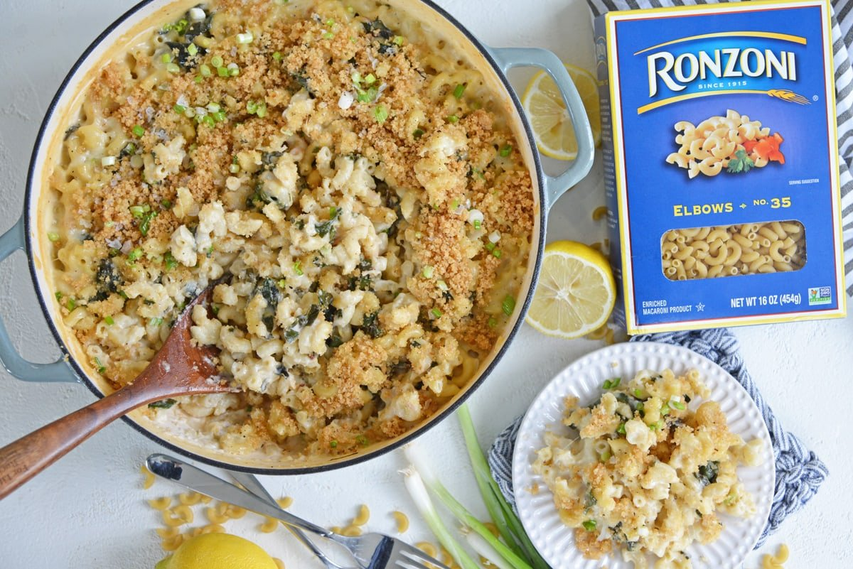 overhead of roast garlic mac n cheese with ronzoni box