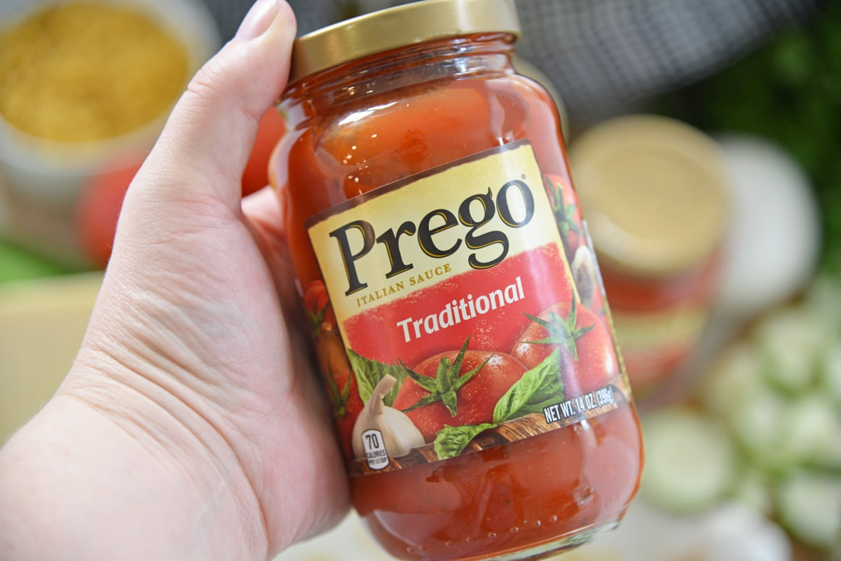 hand holding a jar of Prego Traditional Pasta Sauce
