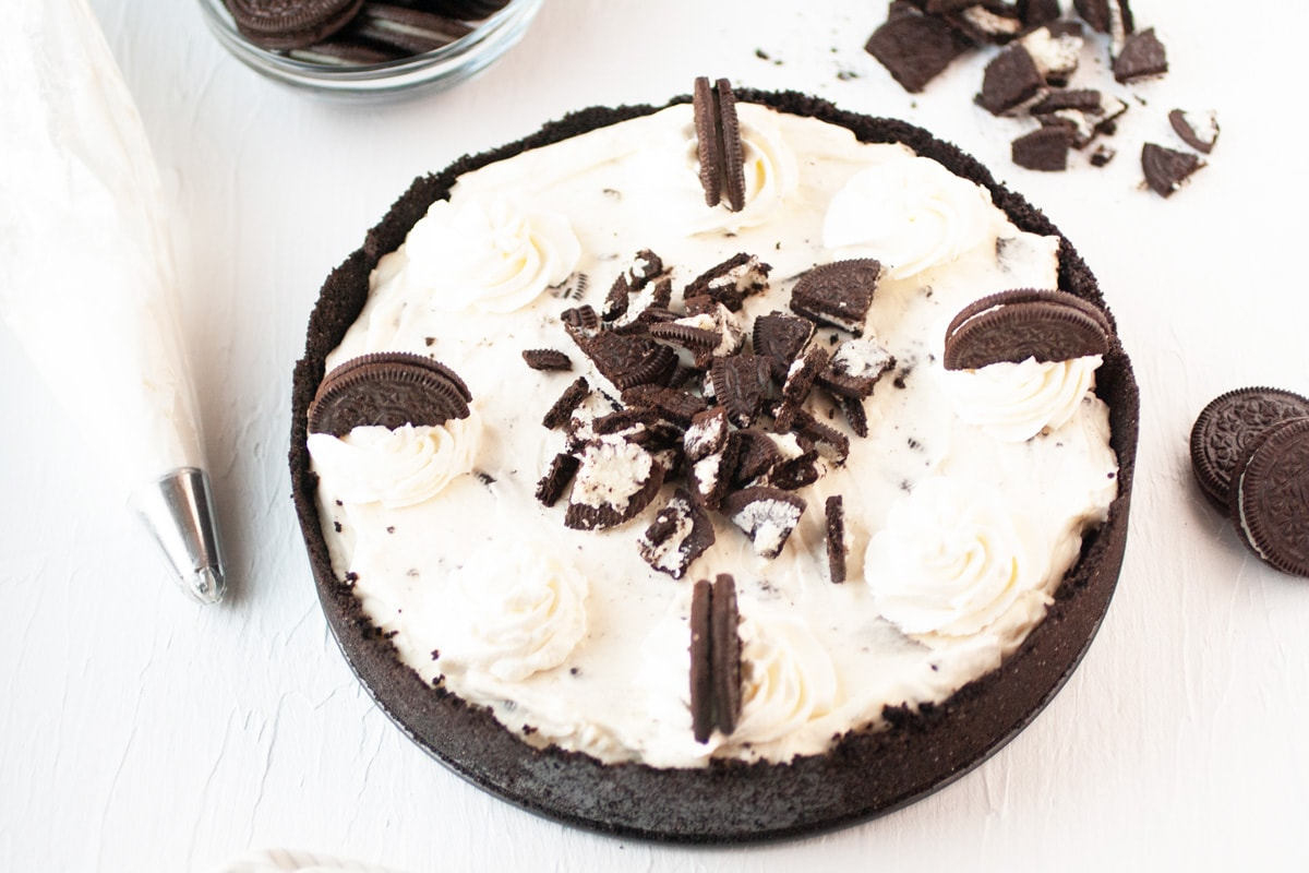 overhead of oreo cheesecake with cookie crust