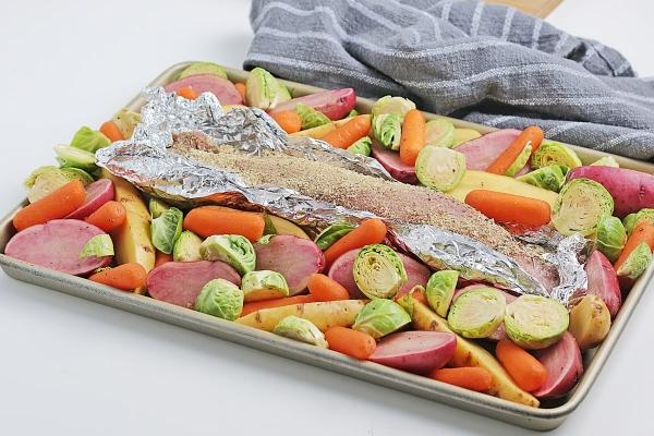 pork tenderloin sheet meal with veggies