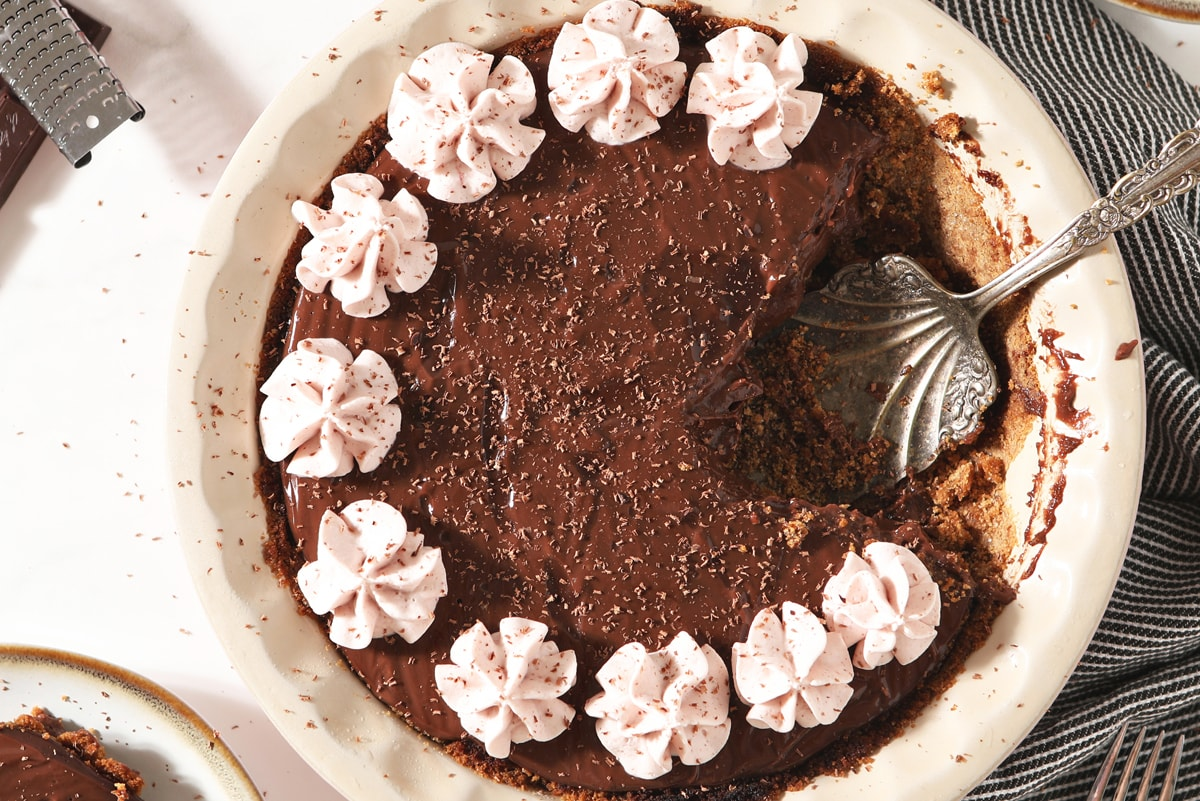 close up overhead of chocolate pudding pie