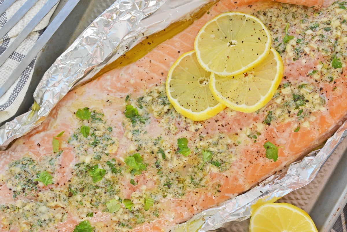 baked salmon in foil with fresh lemon slices