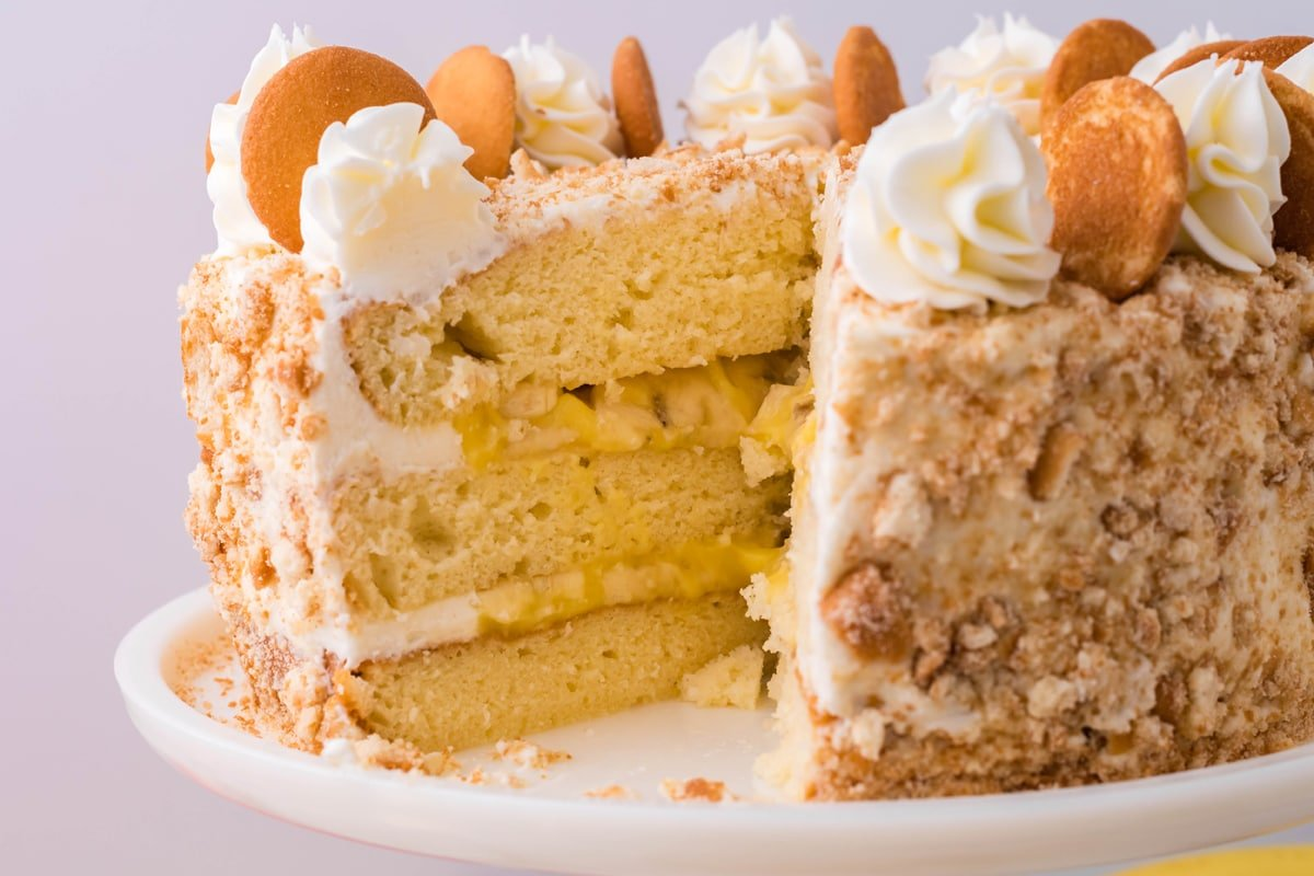 inside of banana layer cake with nilla wafers