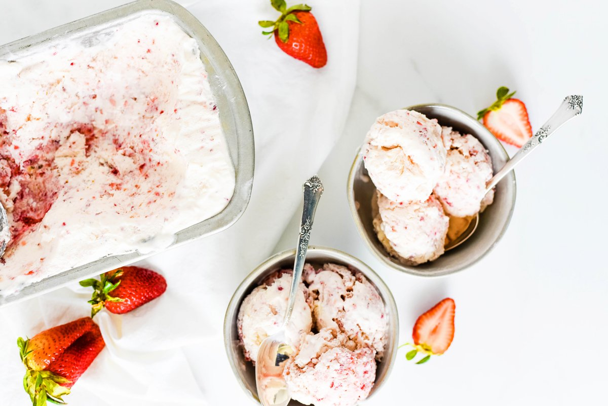 step-by-step making strawberry ice cream