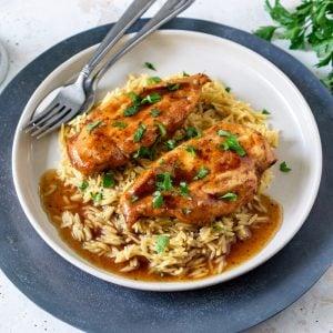 plate of crock pot balsamic chicken